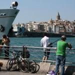 Istanbul, pêche devant Galata